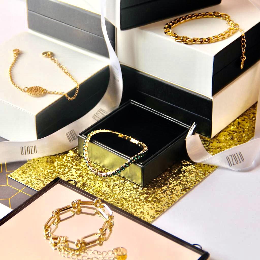 The Golden Bracelet Box